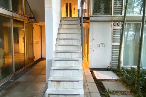 g-flat-stairs