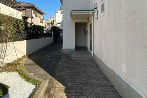 lumiere-senzoku-entrance-aproach