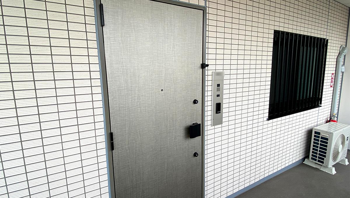 Opus residence Meguro Senzoku(オーパスレジデンスメグロセンゾク)のダブルロックの玄関扉