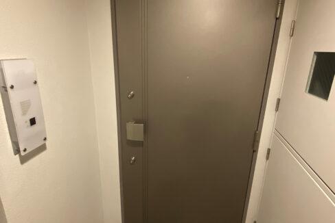 stella-court-senzoku-door