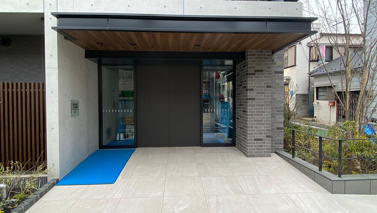 bausu-flats-shinagawa-ooimachi-entrance
