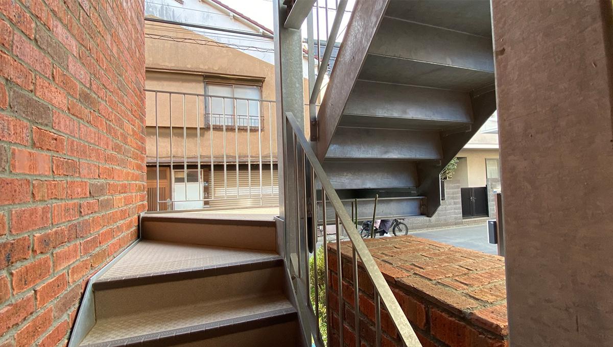 brick-shinagawa-stairs