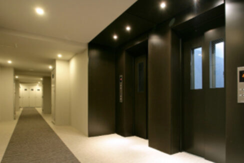 castalia-togoshi-inner-corridor