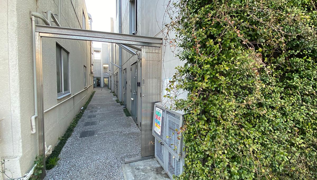garage-spec-musashikoyama-entrance-aproach