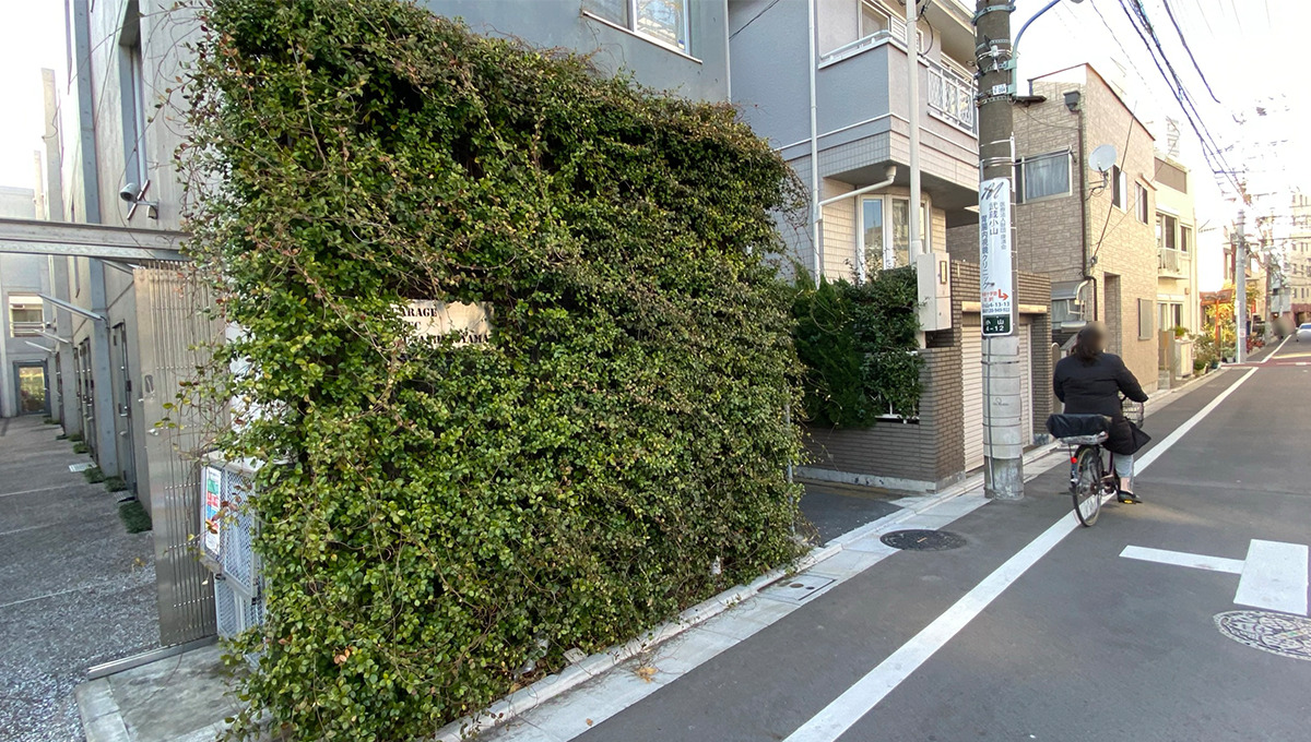 garage-spec-musashikoyama-name-entrance