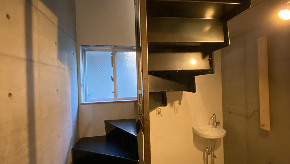 garage-spec-musashikoyama-stairs