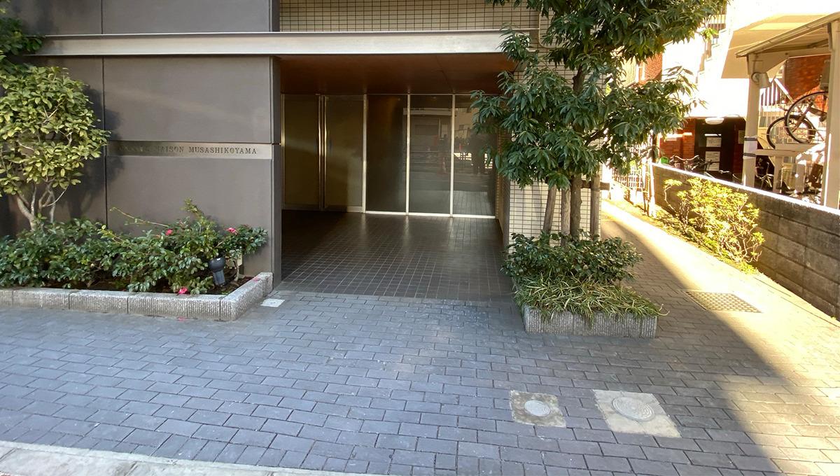 grande-maison-musashikoyama-entrance