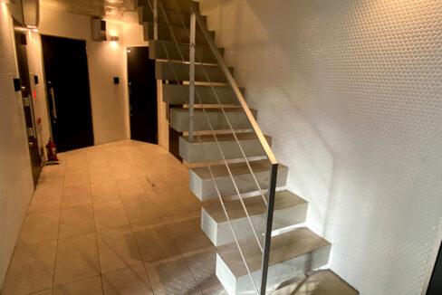 laxrass洗足(ラクラス洗足)の階段