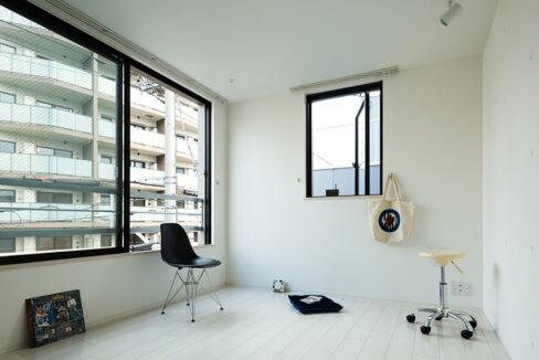 spec-residence-kamiikedai-living-room