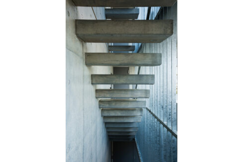 spec-residence-kamiikedai-stairs1