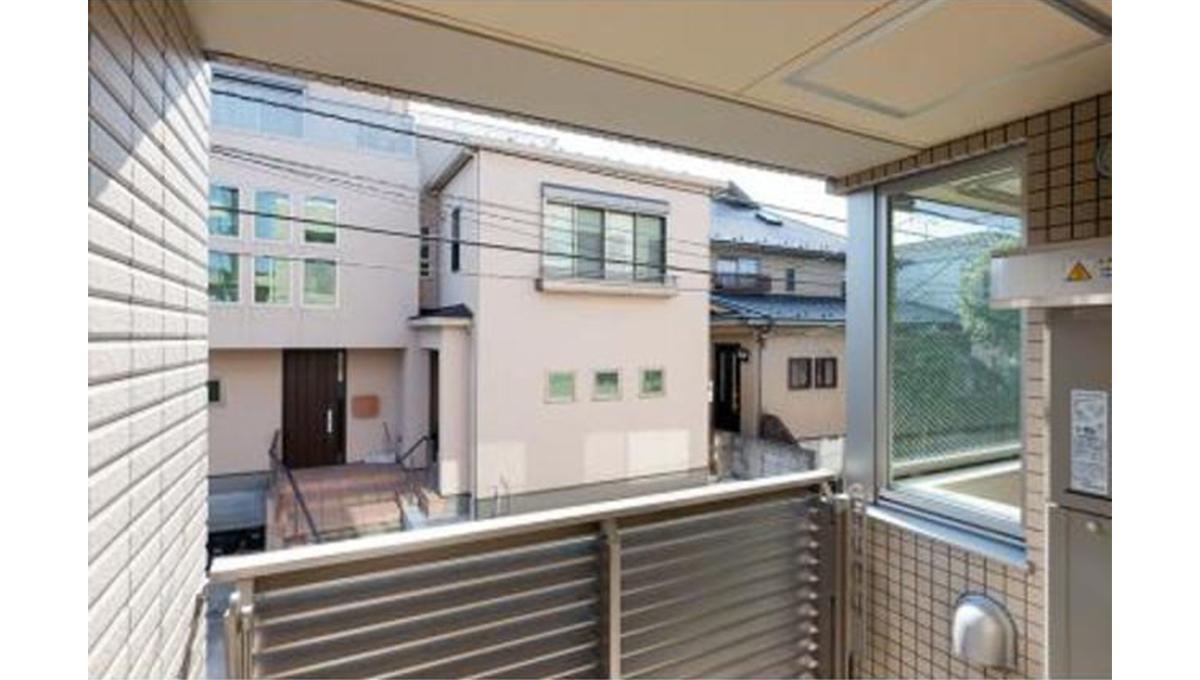 clair-himonya-soare-balcony