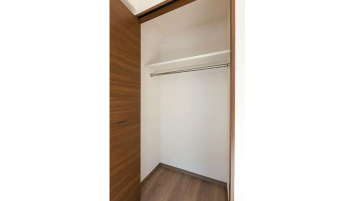 clair-himonya-soare-closet