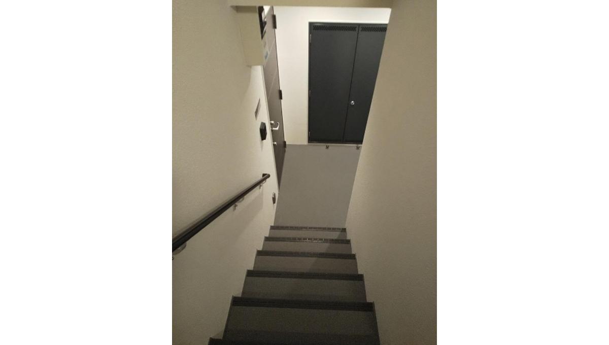 COLORE目黒本町(メグロホンチョウ)の階段