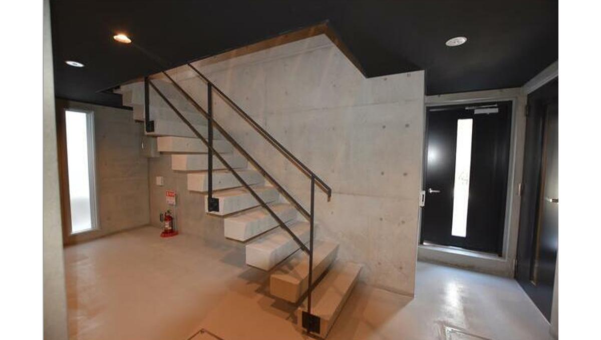 NOTICE目黒本町(メグロホンチョウ)の階段