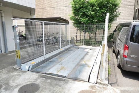 プライムアーバン長原上池台(ナガハラカミイケダイ)の駐車場