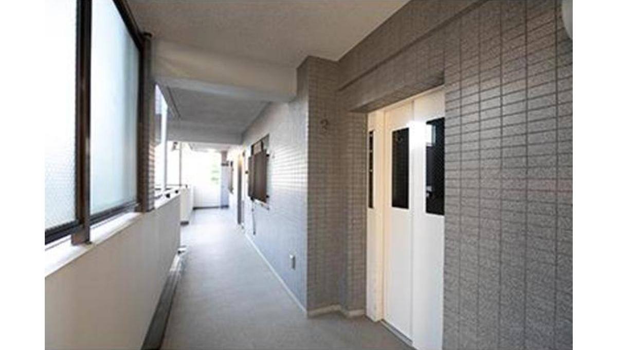レジデンスシャルマン林試の森(リンシノモリ)の廊下