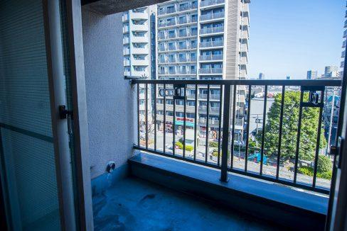 shoei-togoshi-mansion-balcony