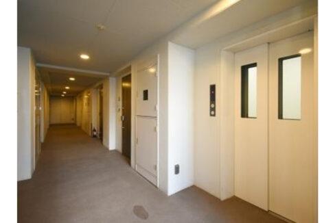 アパートメンツ都立大学(トリツダイガク)の廊下