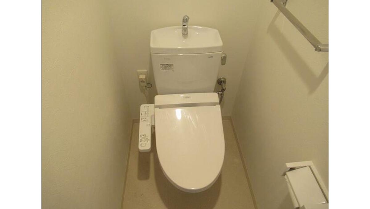 シャレー自由が丘カワベ第16(ジユウガオカ)のウォシュレット付トイレ