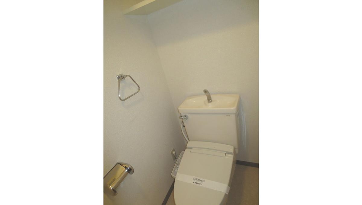 Cortile自由ヶ丘(ジユウガオカ)のウォシュレット付トイレ