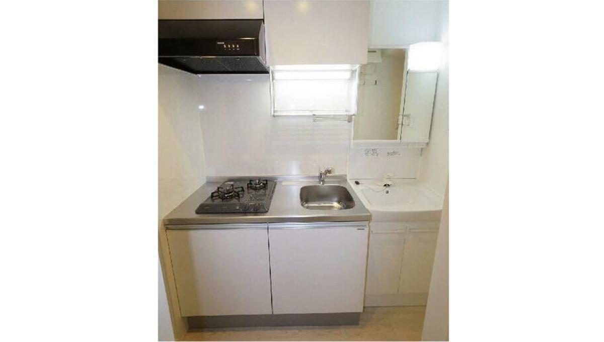 クリスタルコート上池台(カミイケダイ)の2口ガスシステムキッチンと独立洗面化粧台