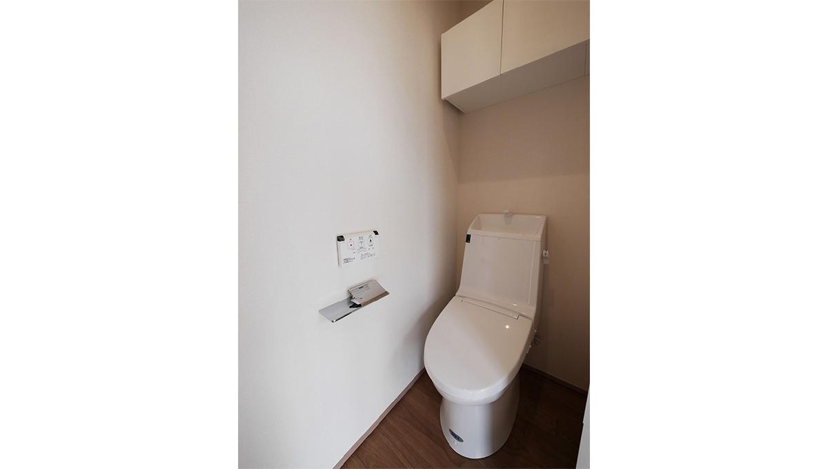 E-1(イーワン)のウォシュレット付トイレ