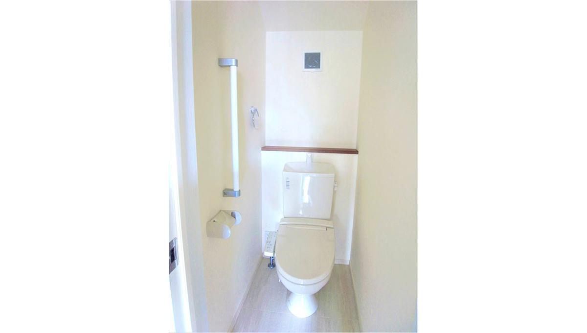 エストリヴィエール碑文谷(ヒモンヤ)のウォシュレット付トイレ