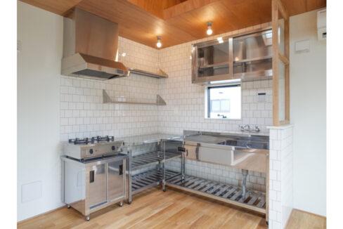 緑道の家のL字型キッチン