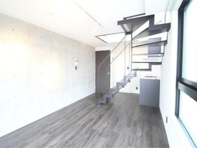 LAPiS目黒本町(ラピスメグロホンチョウ)の階段