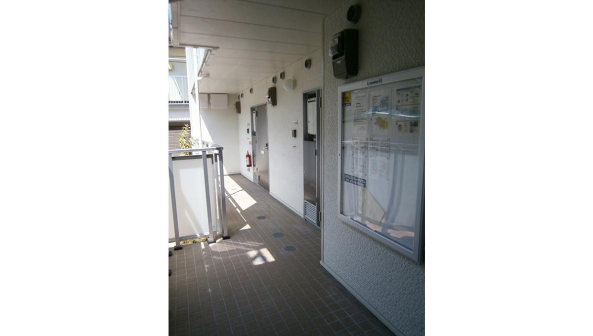レオネクストグリーンライトの廊下