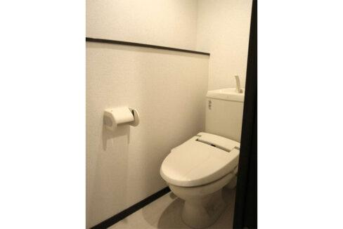 レオネクストグリーンライトのウォシュレット付トイレ