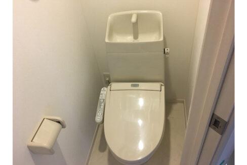 ルミナスウエスト自由が丘(ジユウガオカ)のウォシュレット付トイレ