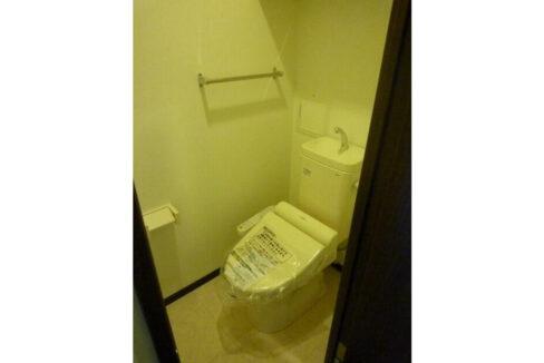 メゾン・ド・コフレ自由が丘Ⅰ(ジユウガオカ)のウォシュレット付トイレ