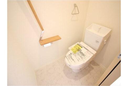 モルド自由が丘(ジユウガオカ)のウォシュレット付トイレ