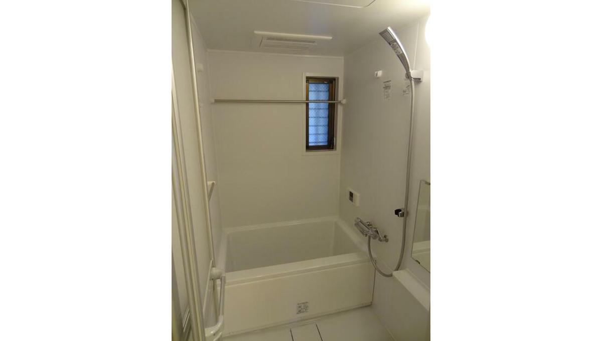 戸越公園アパートメント(トゴシコウエン)の窓付バスルーム