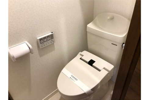 ウェルスクエアイズム奥沢(オクサワ)のウォシュレット付トイレ