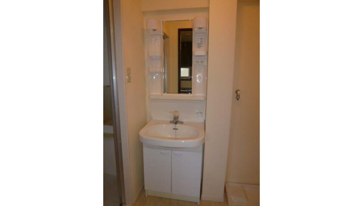 ホワイトマンションの独立洗面台