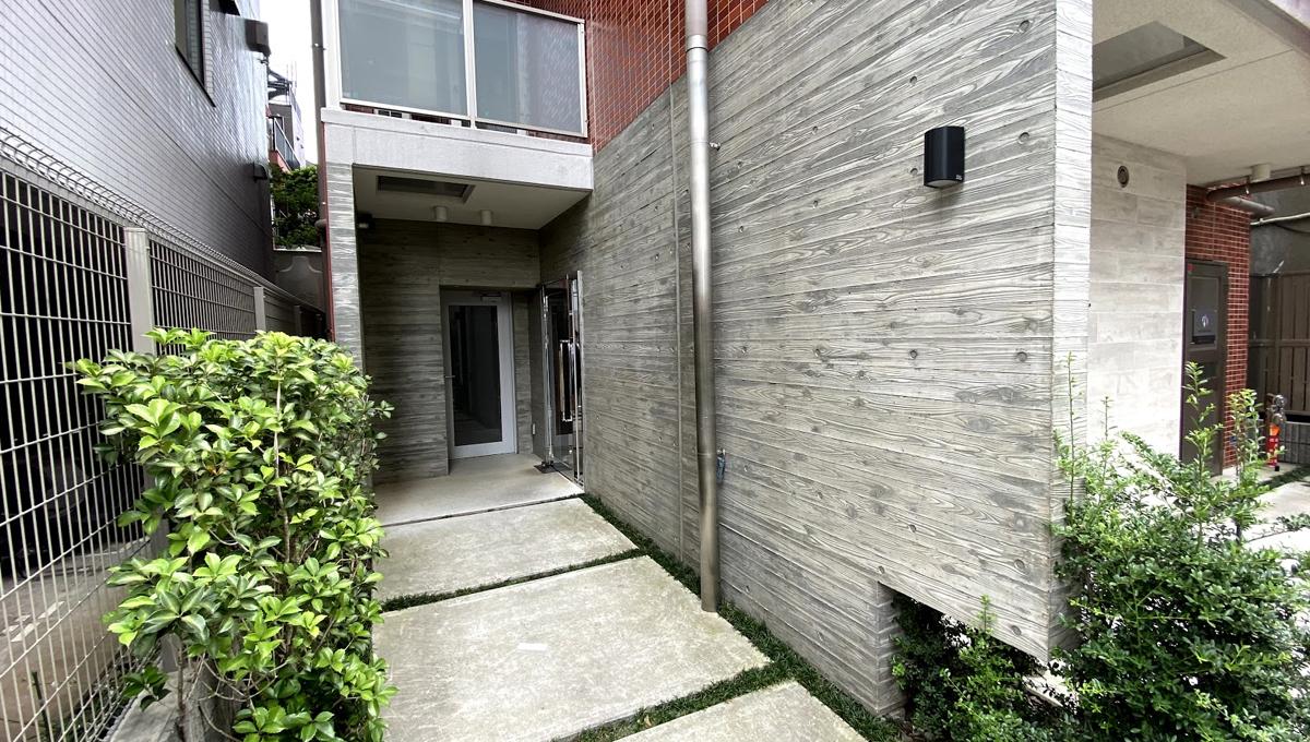 Log武蔵小山(ログ ムサシコヤマ)のエントランスアプローチ