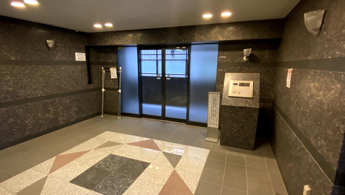 ルーブル目黒洗足(メグロセンゾク)のエントランスホール
