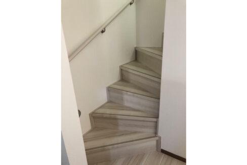 大田区中央5丁目新築戸建て(オオタク チュウオウ)の階段