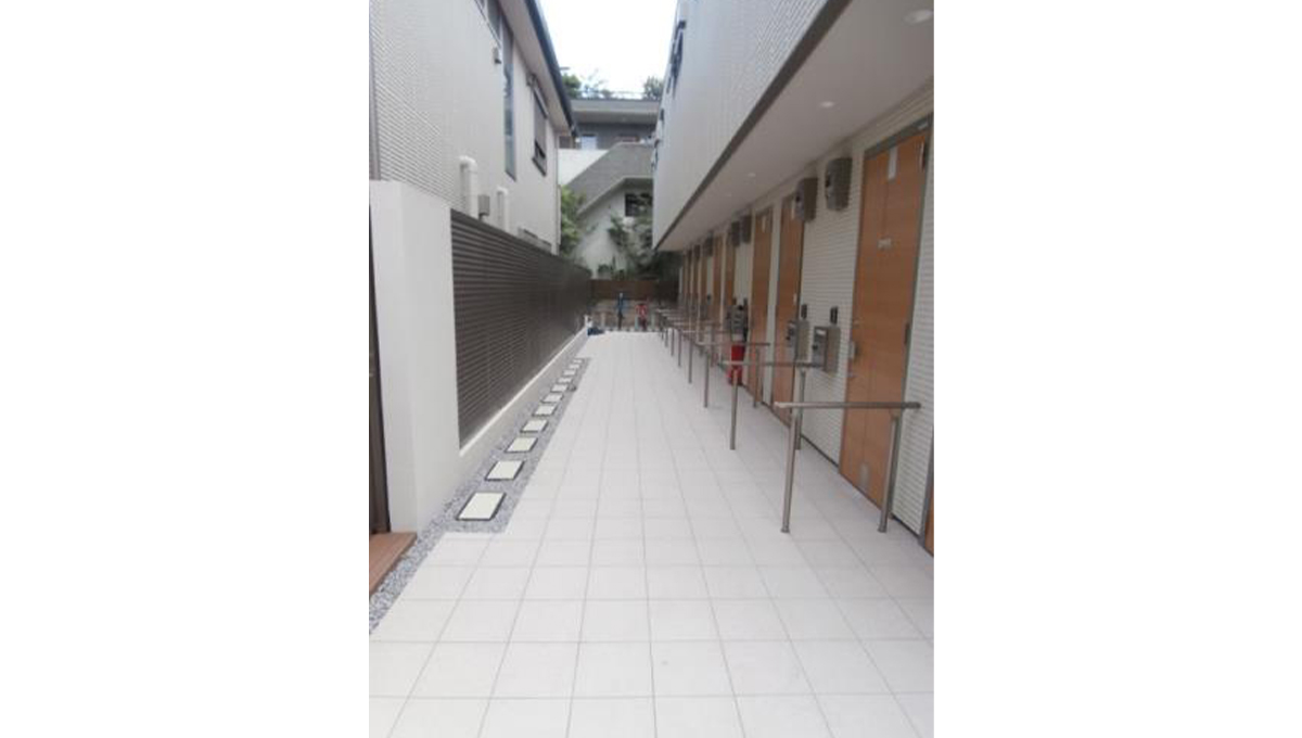prear-jiyugaoka-entrance-aproach1