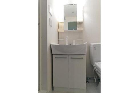 white-front-wash-basin