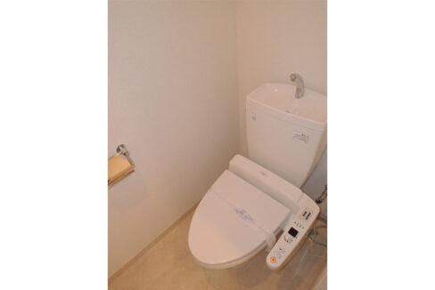 カスタリア 自由が丘( ジユウガオカ )のウォシュレット付トイレ