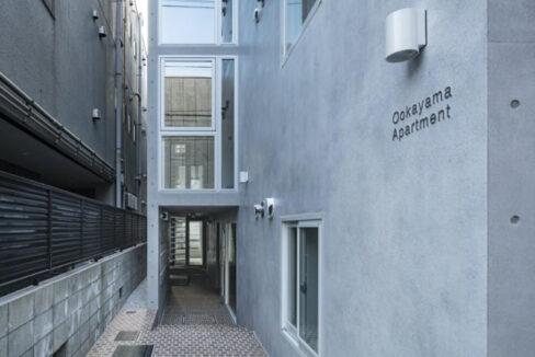 Ookayama Apartment( オオカヤマ アパートメント)のエントランスアプローチ
