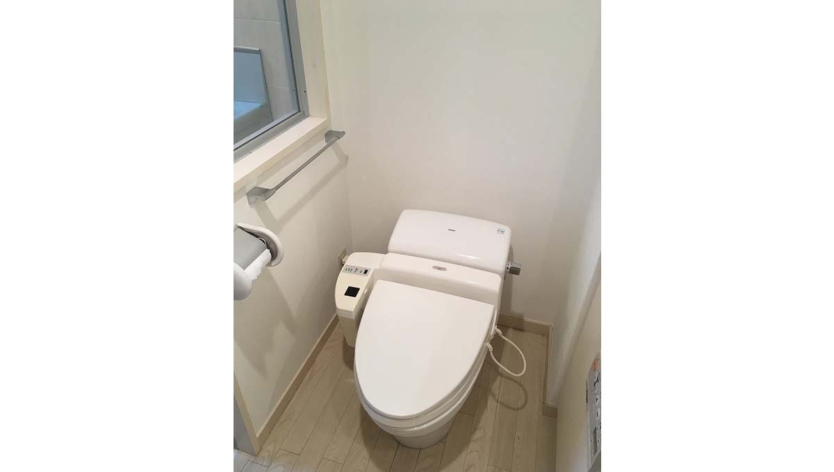 INADA HOUSE ( イナダハウス )のウォシュレット付トイレ