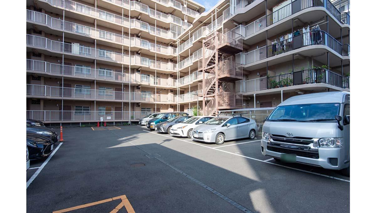 ローズハイツ 仙台坂( センダイサカ )の駐車場
