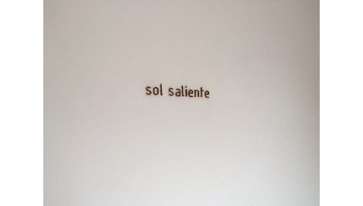 sol saliente( ソル サリエンテ )の館銘板