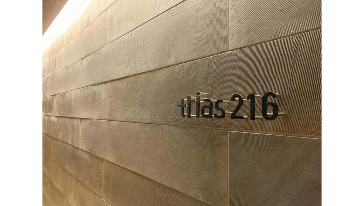 TRIAS216(トリアス)の館銘板