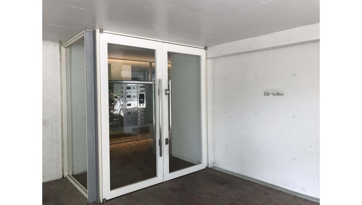 gridie-entrance