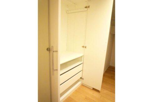 w-house2-closet